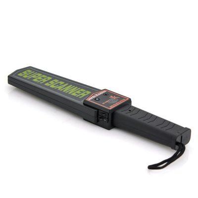 metall-detektor-soker-person-sikkerhet-3